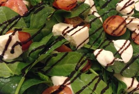 spinat, tomater, mozarella og balsamico