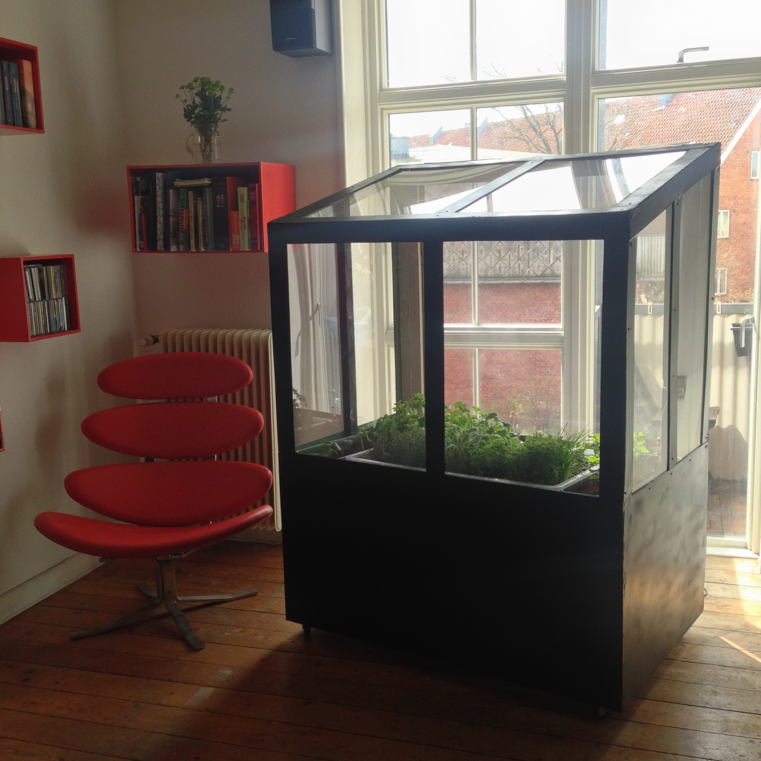 Picture of: Indendors Drivhus Med Aquaponic