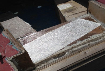 Arbejde med glasfiber på jolle / båd
